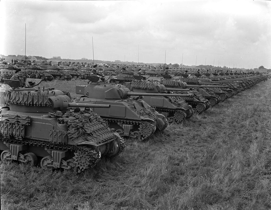 ​Sherman V and Vc tanks from the 5th Armoured Division. Aside from the longer gun, the Sherman Vc can be distinguished from its predecessor by an extension in the rear of the turret that houses the radio - Modernization in the British Style | Warspot.net