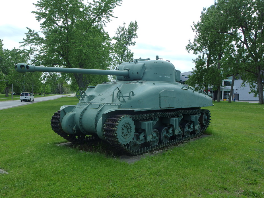 ​A Canadian Grizzly tank (copy of the M4A1 Sherman) with one of the few Firefly turrets sent to Canada for familiarization purposes. Firefly tanks were not built on the M4A1 chassis either in Canada or elsewhere - Modernization in the British Style | Warspot.net