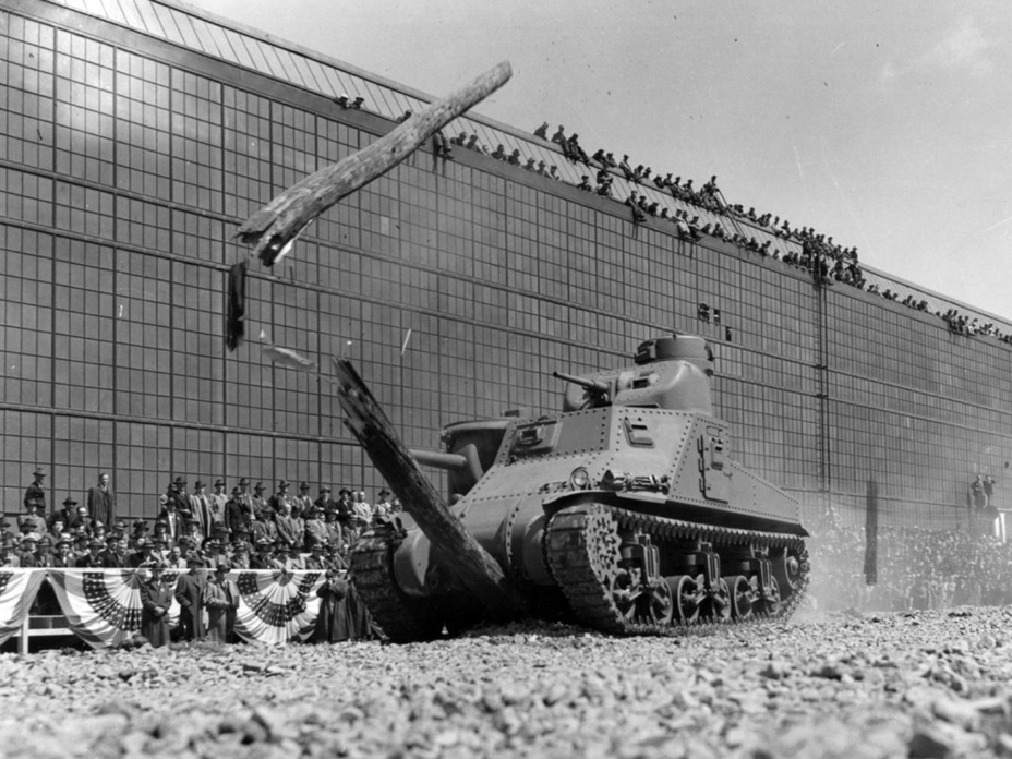 ​The first production Medium Tank M3 during an official demonstration. Detroit Arsenal, April 24th, 1941 - Medium Tank M3 | Warspot.net