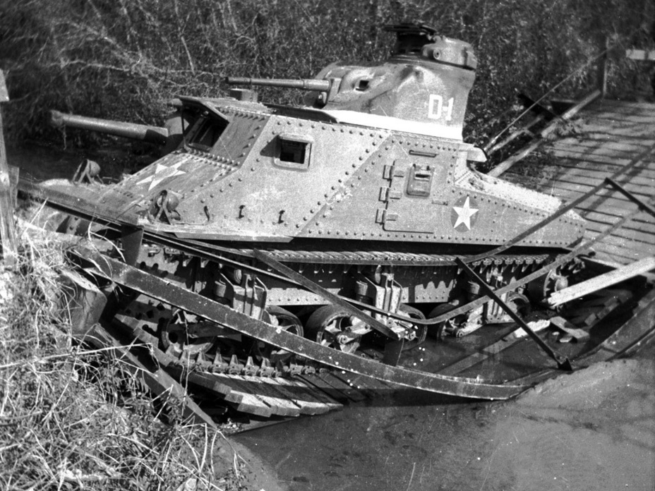 ​These photos were hardly a rarity. The increased mass of the new medium tanks caused bridges to break under them - Medium Tank M3 | Warspot.net