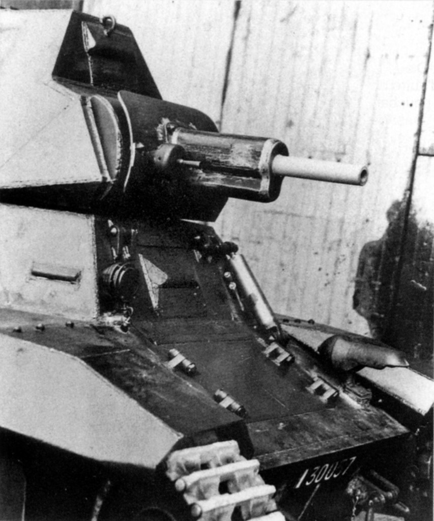 ​37 mm SA 38 gun in tank #30057. Trials showed that firing caused welding seams in the turret to crack - FCM 36: Ahead of its Time | Warspot.net