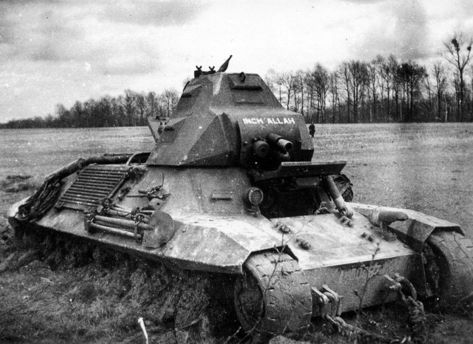 ​Not all losses came from the enemy. This FCM 36 from the 4th BCC became bogged down during the battle for Voncq on June 9th, 1940 - FCM 36: Ahead of its Time | Warspot.net