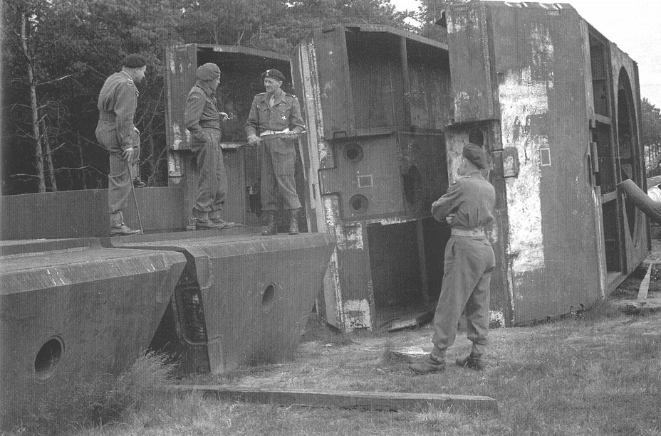 ​Officers of the 1st Polish Armoured Division and three sets of Maus armour parts, Krupp proving grounds in Meppen - The Elusive Maus | Warspot.net