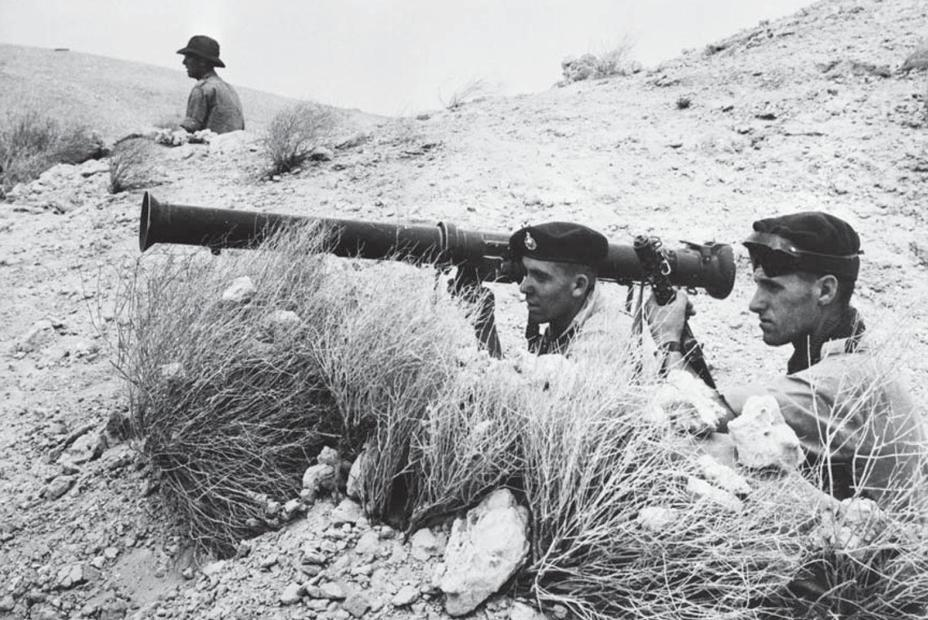 ​British Marines with an M20 Mk1 RPG in Kuwait, 1961 - Super Bazooka: Improved Antitank Fist | Warspot.net