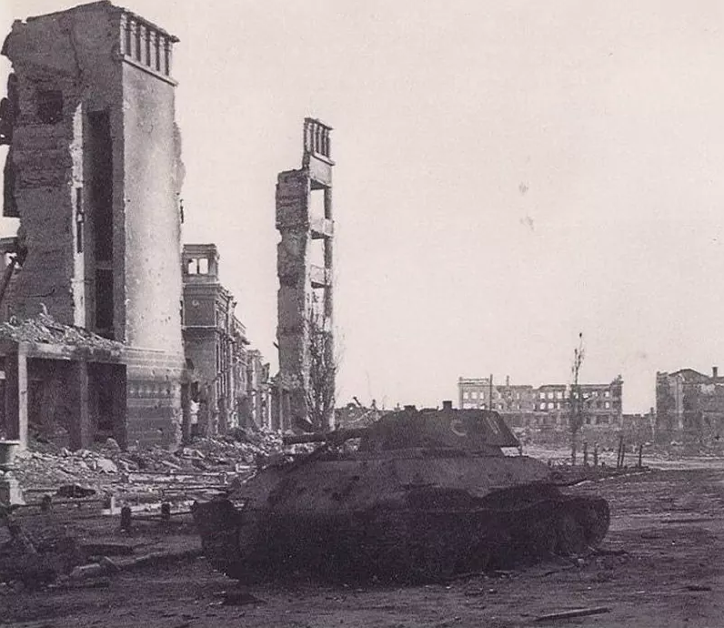 ​The last tank of the 6th TBR on Gogol street - Unknown Stalingrad: Enemy at the Gates | Warspot.net