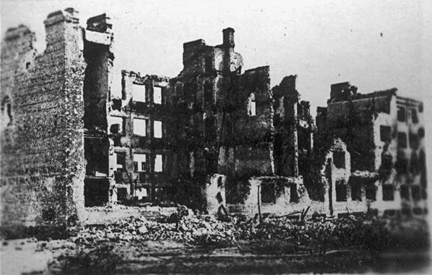 ​The positions of the machine gunners of the seventh company were in the apartment building of Sovpartkontrol workers, hereinafter referred to as the «Zabolotny house». The crew perished there on September 22 - Unknown Stalingrad: «Grenade, Grenade, My Grenade…» | Warspot.net