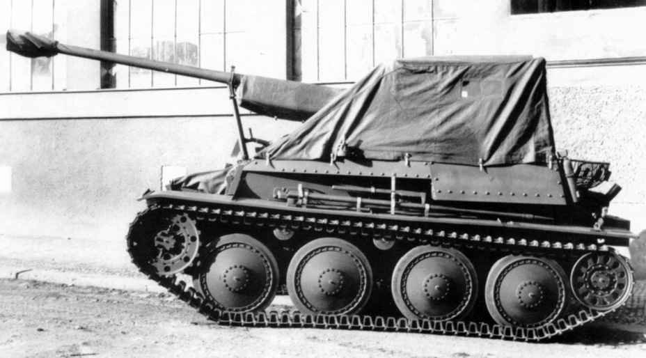 ​This photo shows how the tarp is attached - Marder III: German Tank Destroyer on a Czech Chassis | Warspot.net