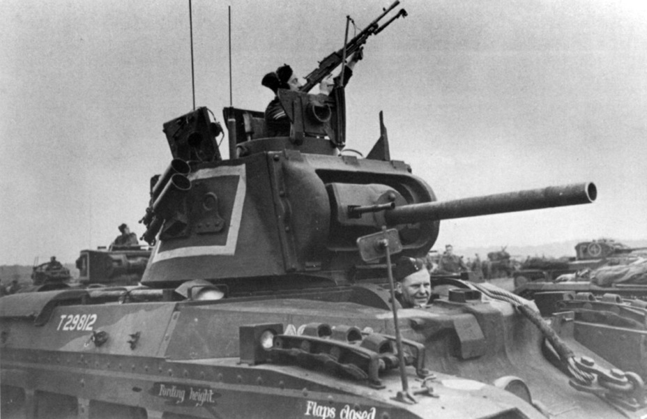 ​Matilda III CS on maneuvers, September 1941. The Parrish-Lakeman Mounting AA mount seen here was installed on infantry and cruiser tanks starting with 1941 - Short-Term Queen of the Desert | Warspot.net
