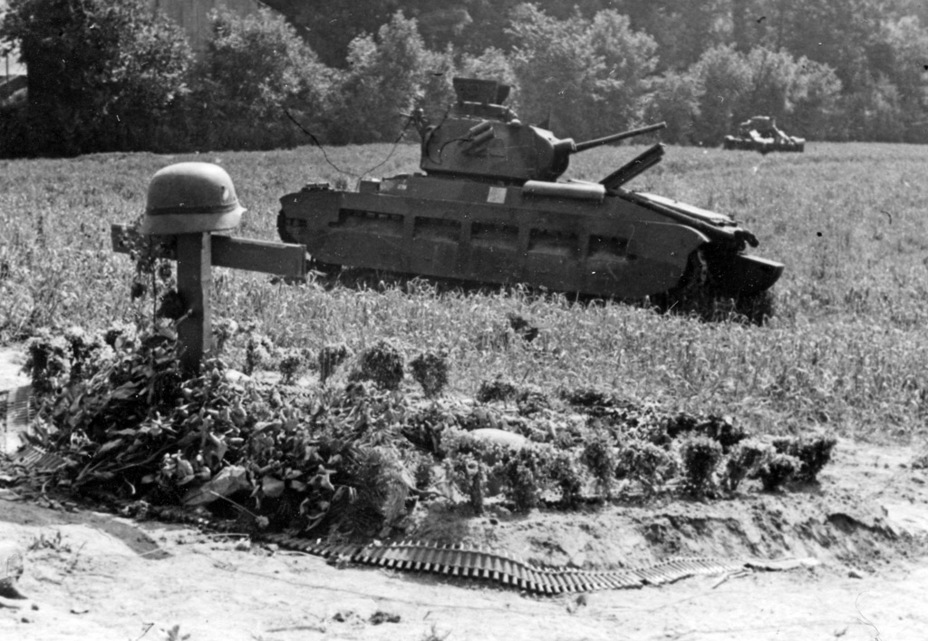 ​Knocked out Infantry Tanks Mk.I and Mk.II, Arras, late May 1940. - Short-Term Queen of the Desert | Warspot.net