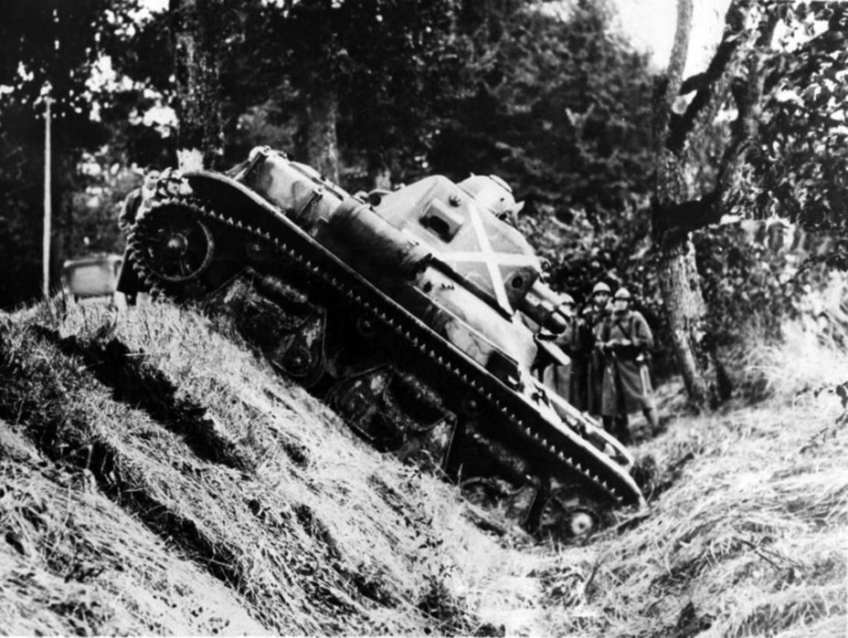 ​Renault R 35 at exercises in Normandy, 1937 - Renault R 35: More for Less  | Warspot.net