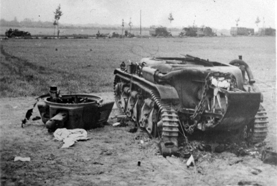 ​Renault R 35 destroyed in May-June of 1940. The incorrect ideas regarding tank tactics and attempts at economy proved fatal for the French army - Renault R 35: More for Less  | Warspot.net