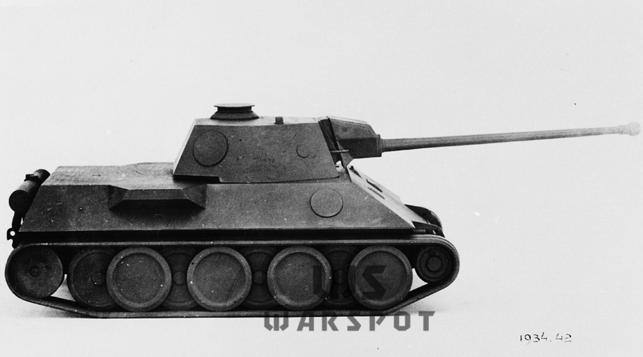 ​In addition to a rear transmission, Daimler-Benz disobeyed by using their own turret. This played a fatal role in the tank's history - Panther's Ancestors | Warspot.net