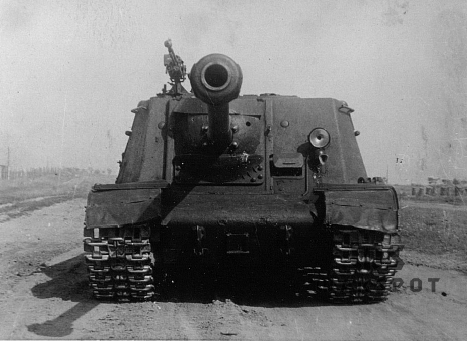 ​The prototype used an ISU-152 hull built at factory #200. Production stopped in March of 1944 - ISU-122 Heavy Tank Destroyer | Warspot.net