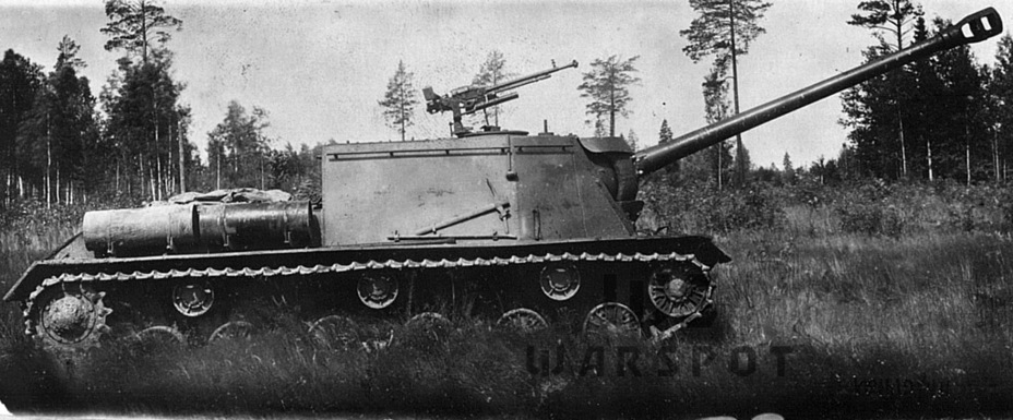 ​The same vehicle at the Gorohovets ANIOP showing maximum gun elevation - ISU-122 Heavy Tank Destroyer | Warspot.net
