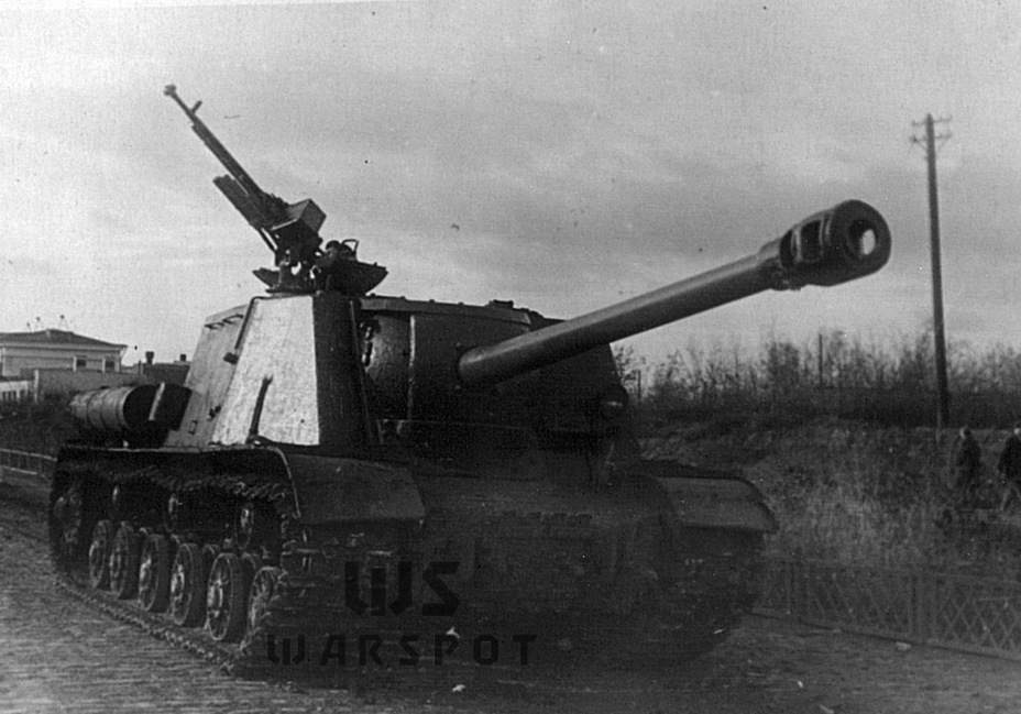 ​The ISU-122S was less vulnerable to anti-tank guns due to improved protection of the gun mount - ISU-122 Heavy Tank Destroyer | Warspot.net