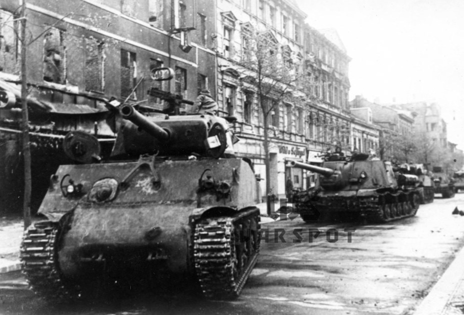 ​An M4A2(76)W leads the column of ISU-122 SPGs, 1945. It's likely that this vehicle is from the 9th Mechanized Corps - ISU-122 Heavy Tank Destroyer | Warspot.net