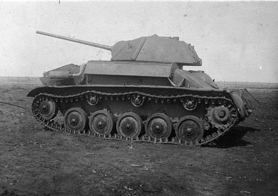 ​The same vehicle in April of 1944. It shows what production tanks built in Gorkiy looked like - The First T-80 | Warspot.net