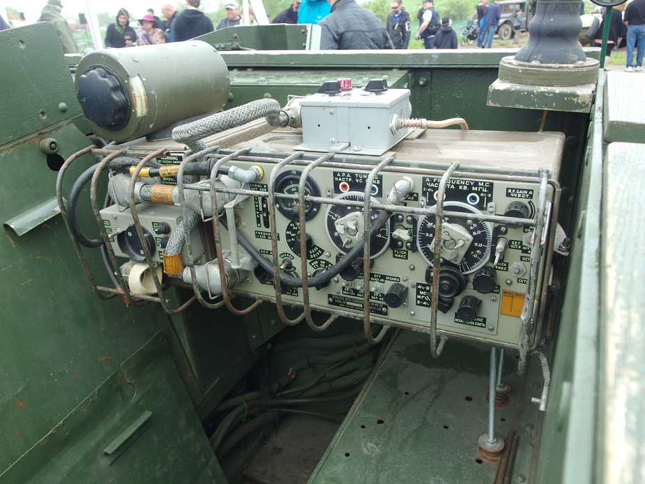 ​A Wireless Radio Set No.19 on a Universal Carrier. Note that the labels are painted in both English and Russian - Canadian Valentines | Warspot.net