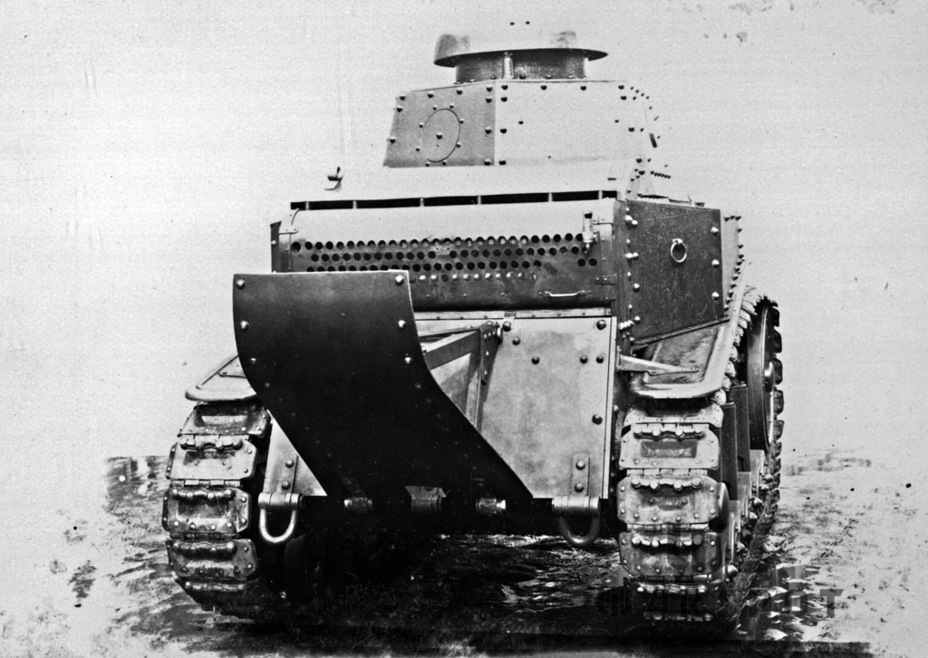 ​The same tank from the back. The backup machine gun ball mount covered with a shutter can be seen - T-18: Mass Produced Answer to Chamberlain | Warspot.net