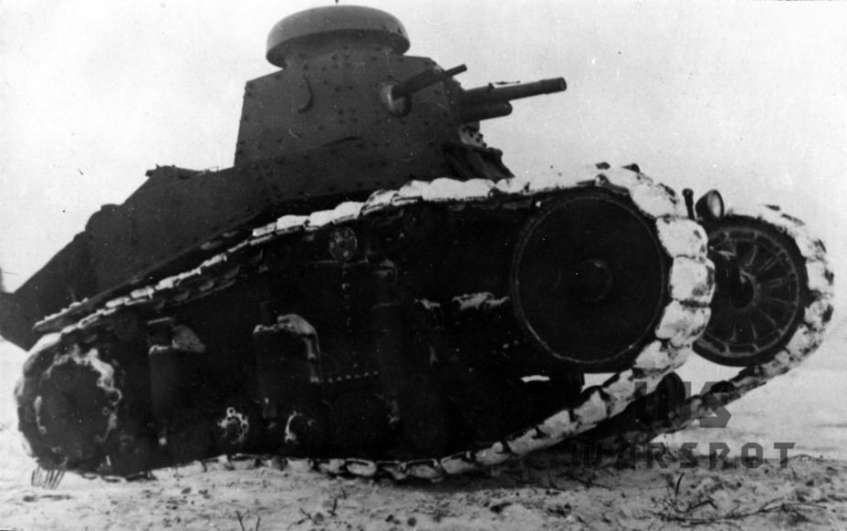 ​A tank from the second batch. It can be distinguished by a DT machine gun and four return rollers per side. Deflectors were added around the suspension springs - T-18: Mass Produced Answer to Chamberlain | Warspot.net