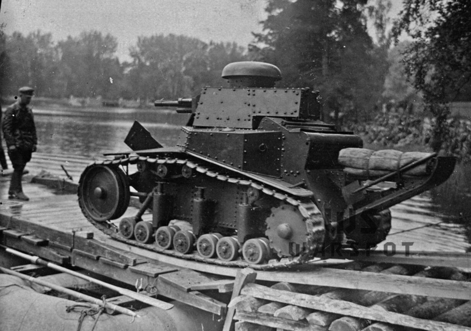 ​Early tanks from the third batch had old track links that were gradually replaced by new ones - T-18: Mass Produced Answer to Chamberlain | Warspot.net