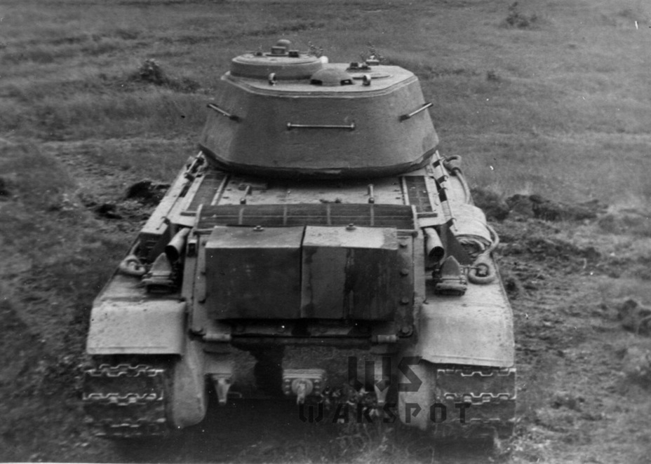 ​Like the first T-43, the improved tank had boxy external fuel tanks. Trials showed that the T-43 had a lower range than the T-34 due to carrying less fuel - T-43: an Intermediate Step | Warspot.net