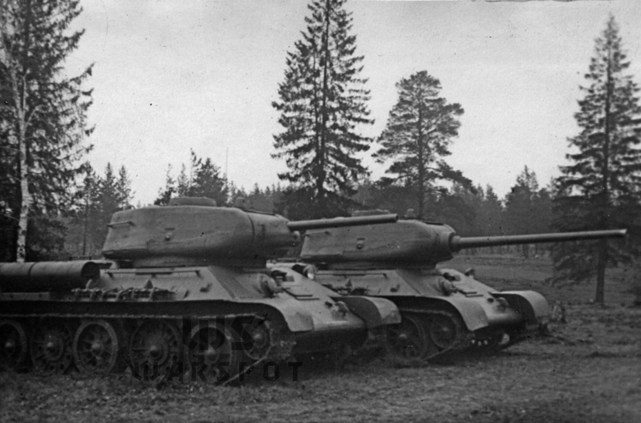 ​T-34 tanks with T-43 turrets, fall 1943. Improved commander's cupolas with vision slits are installed - T-43: an Intermediate Step | Warspot.net