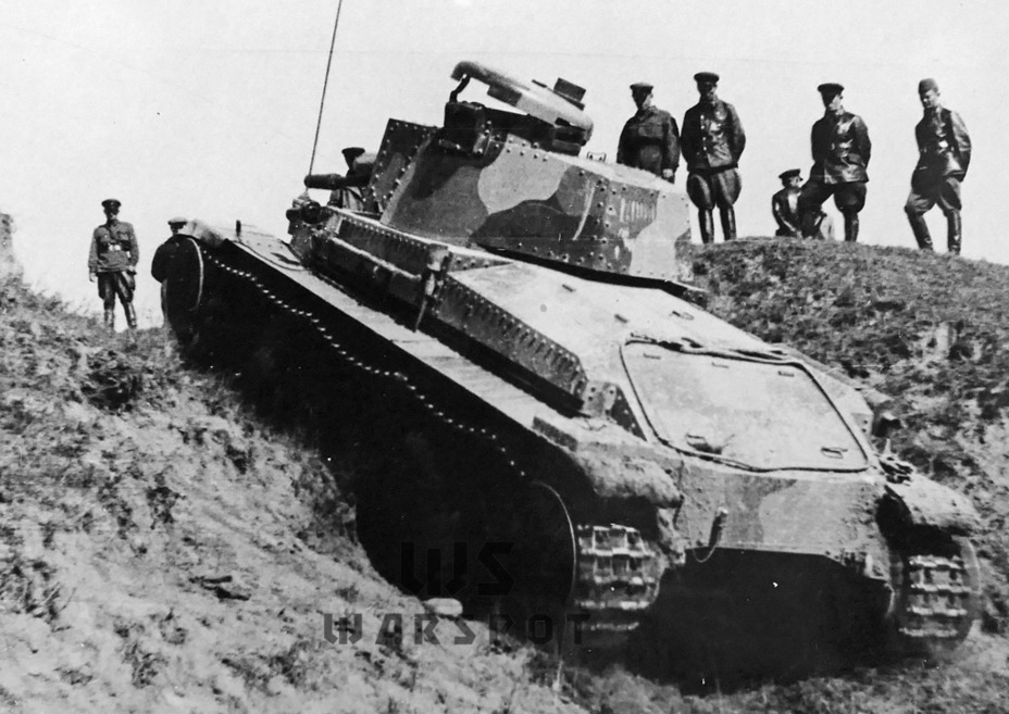 ​The trials drew a crowd. This was the most advanced foreign tank tested in the USSR at that time - Courtesy Visit | Warspot.net