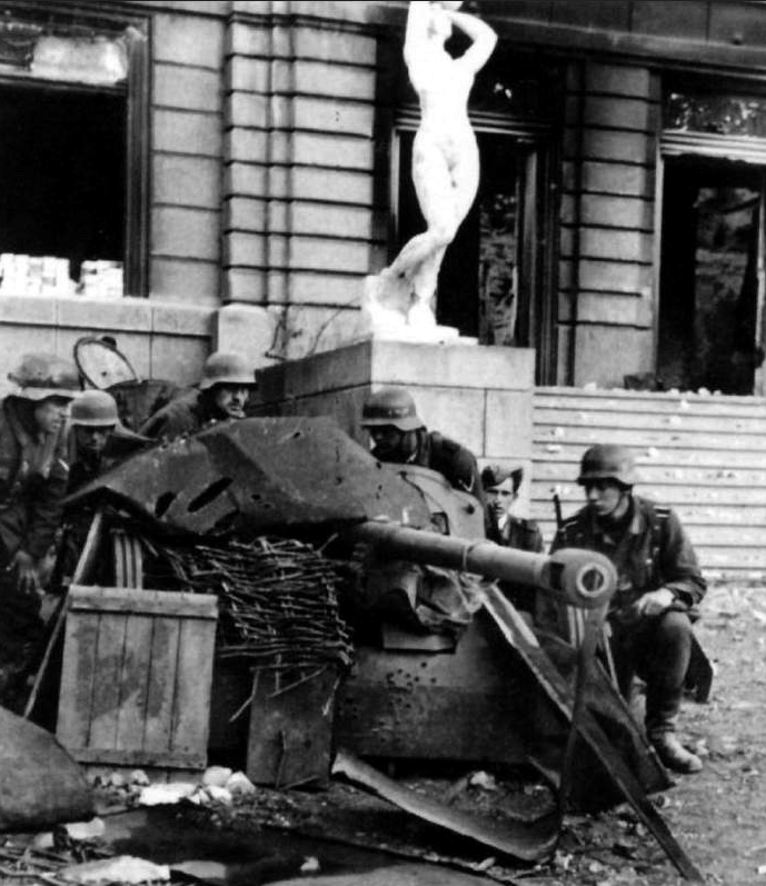 ​German soldiers from 71st Infantry Division and a camouflaged PaK 38 cannon near the eastern façade of the Palace of Physical Culture and Sports, one of the buildings seized on 21 September - Unknown Stalingrad: The City Garden | Warspot.net