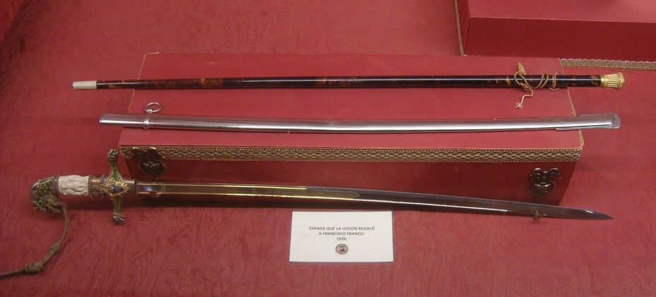 ​General's saber and baton of Francisco Franco in the Cathedral of St. Mary. Photo by the author - In memory of past greatness | Warspot.net