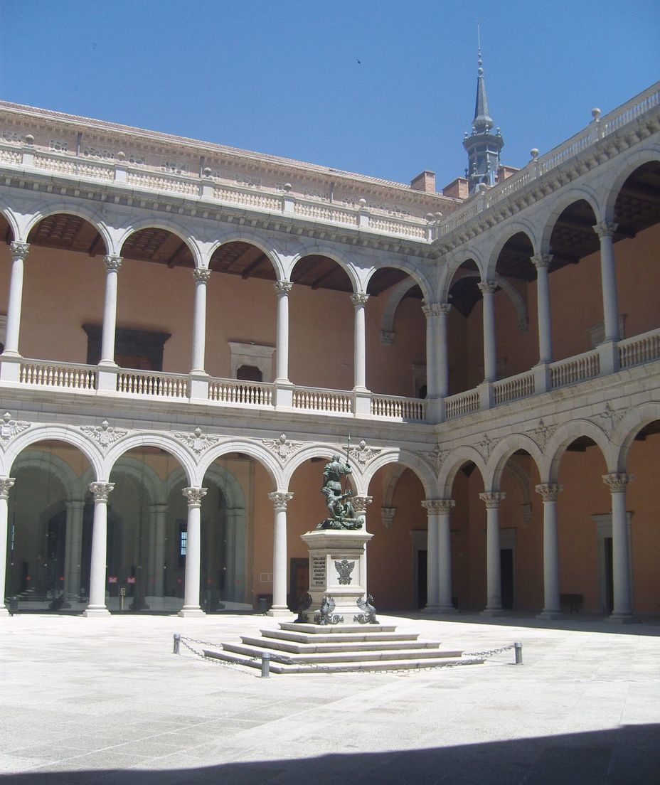 ​The courtyard of the Alcazar is the so-called Royal Patio. Photo by the author - In memory of past greatness | Warspot.net