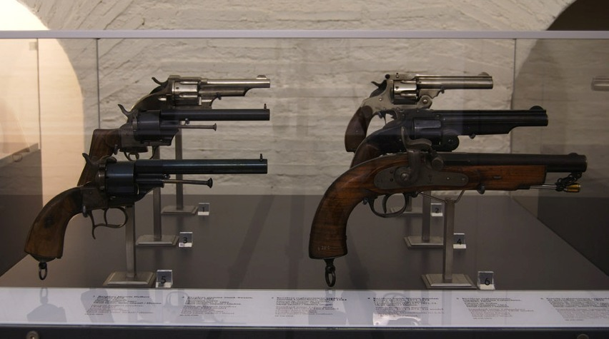 ​Muzzle-loading pistol and revolvers, which were in service with the Spanish army in the 19th century. — portal.protecturi.org - In memory of past greatness | Warspot.net