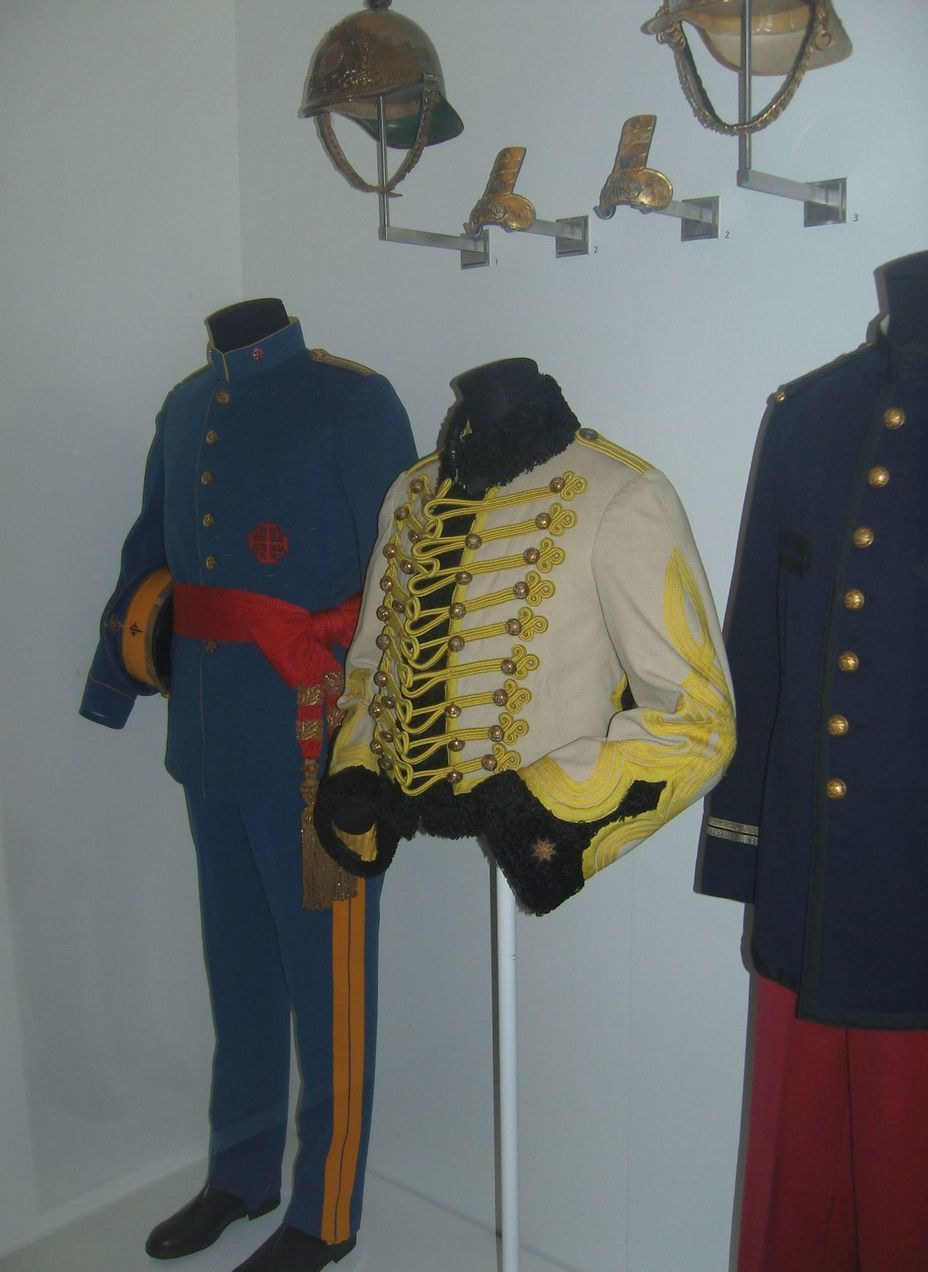 ​The uniform of the Spanish army of the early twentieth century. From left to right: general, hussar officer, infantry officer. Photo by the author - In memory of past greatness | Warspot.net
