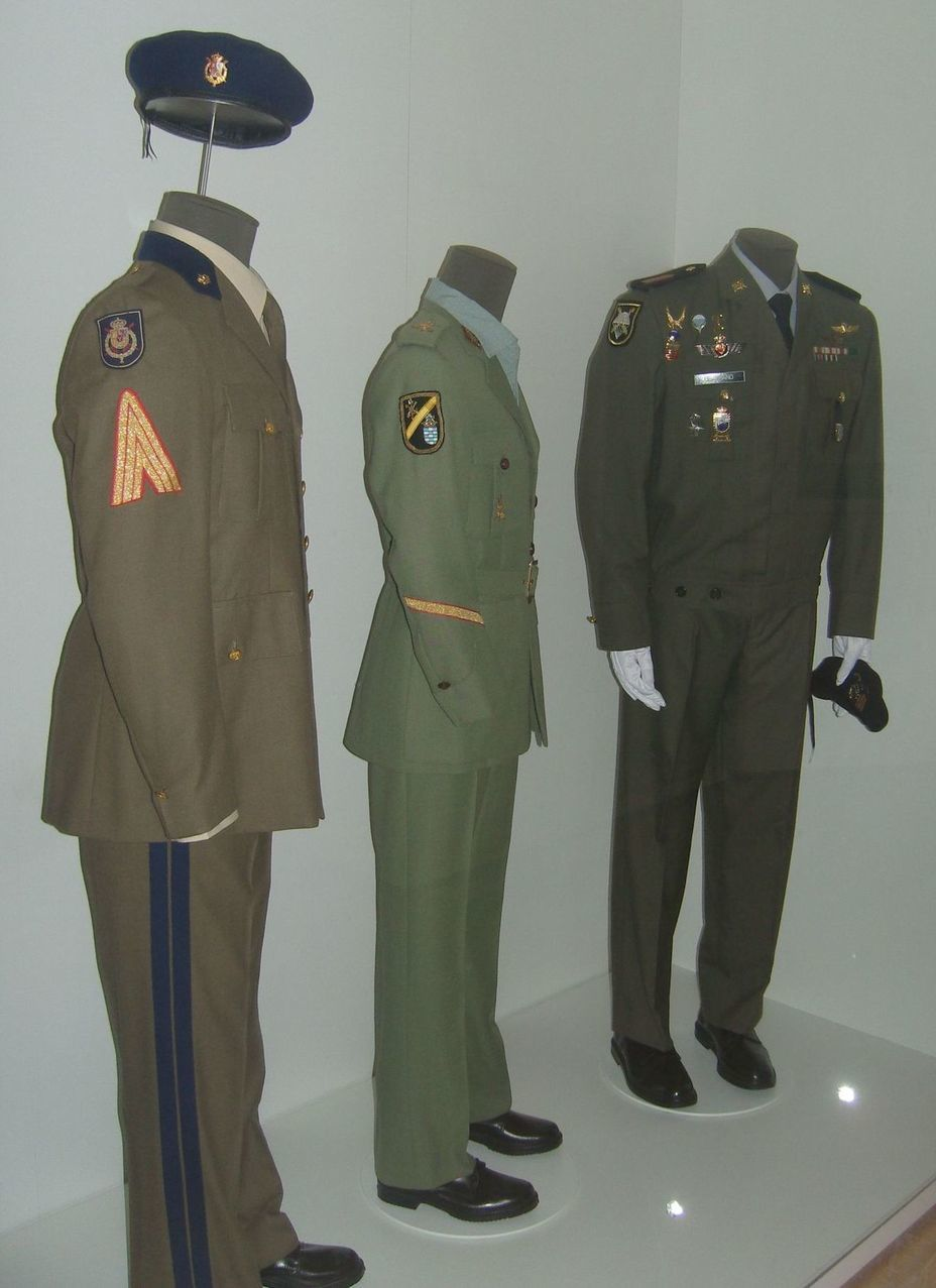 ​The uniform of the Spanish army of the late twentieth century. From left to right: Royal Guard, Foreign Legion, paratroopers. Photo by the author - In memory of past greatness | Warspot.net