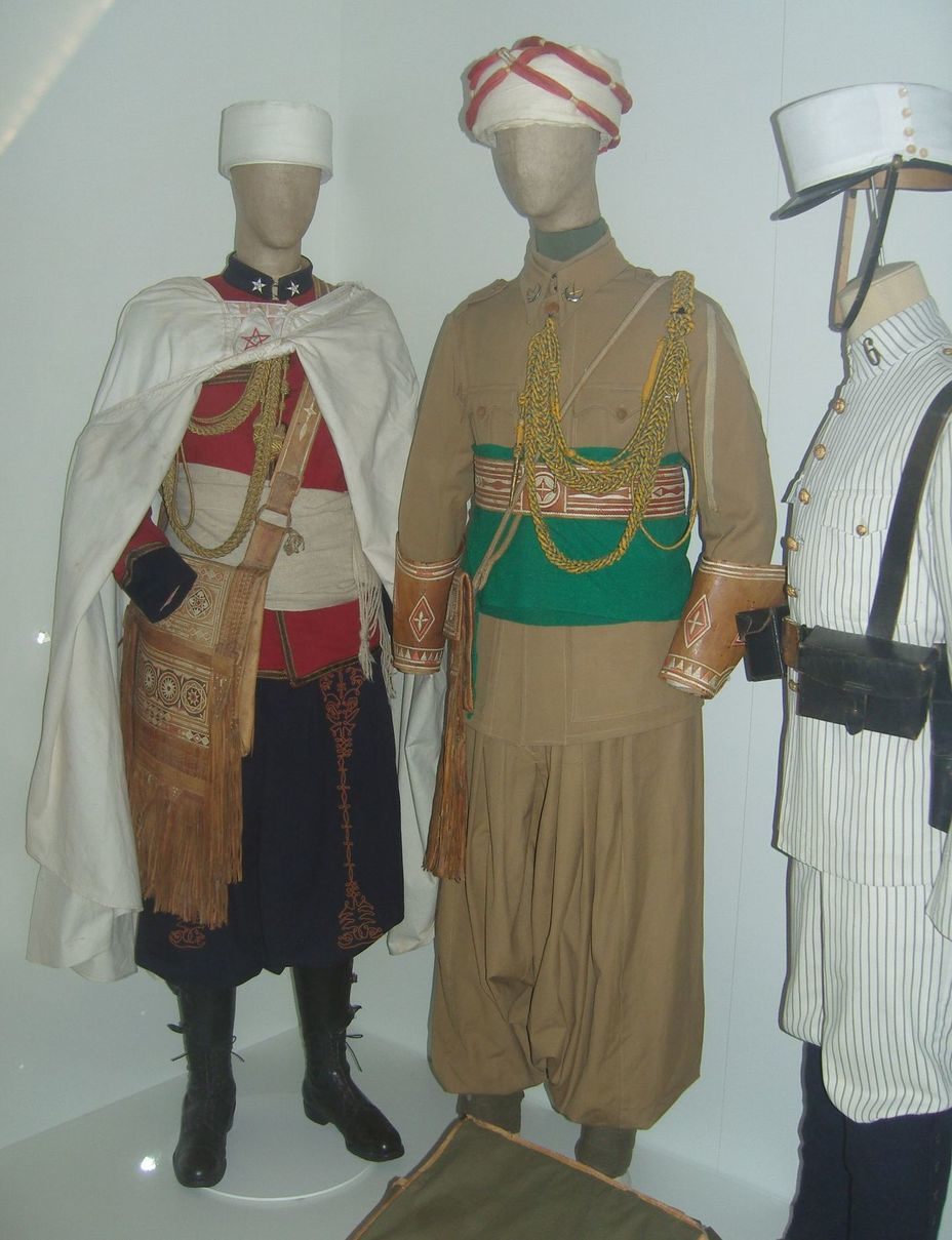 ​From left to right: two samples of the uniform of the Moroccan colonial units and the uniform for the colonies of the Spanish infantry of the late 19th — early 20th centuries. Photo by the author - In memory of past greatness | Warspot.net