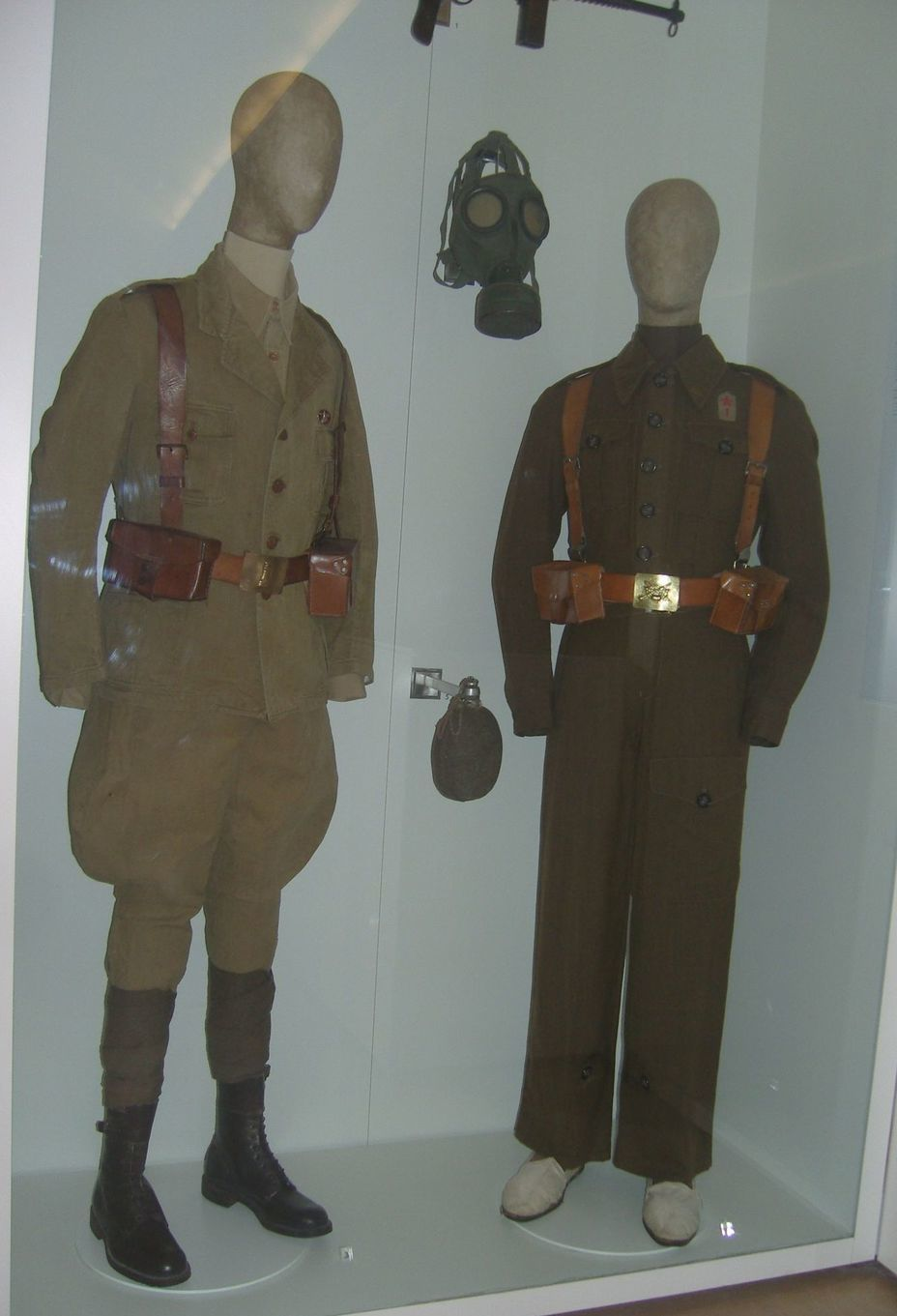 ​Uniforms of a soldier (left) and sergeant (right) of the Republican army. Spanish Civil War 1936-1939. Photo by the author - In memory of past greatness | Warspot.net
