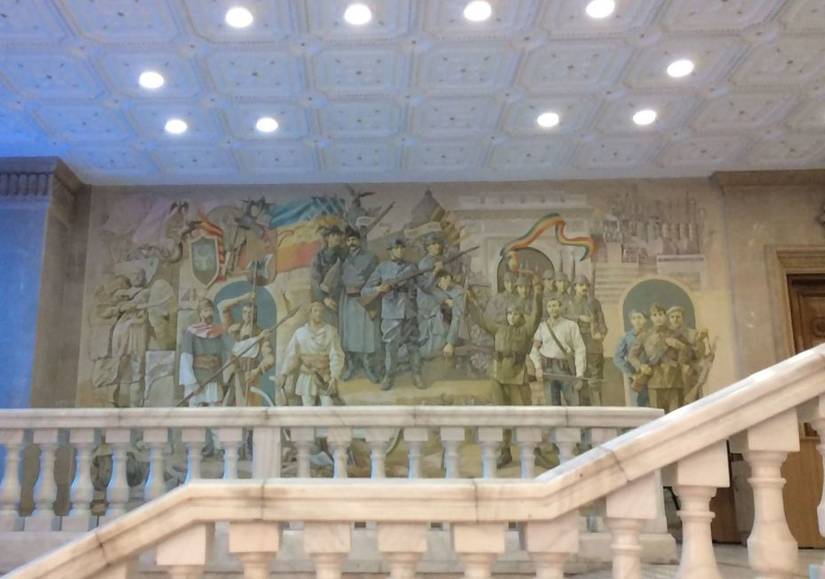 ​In the lobby of the museum, you can feel the «spirit of the 80s». The picture shows the railings of the marble staircase, suspended ceilings and a mural in the style of socialist realism. Photo by the author - Romanian military history from antiquity to the 21st century | Warspot.net