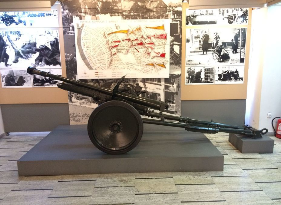 ​47-mm anti-tank gun, made at «Resita» factory in Romania. Behind it you can see the map of the participation of the Romanian army in the assault on Budapest in 1945. Photo by the author - Romanian military history from antiquity to the 21st century | Warspot.net