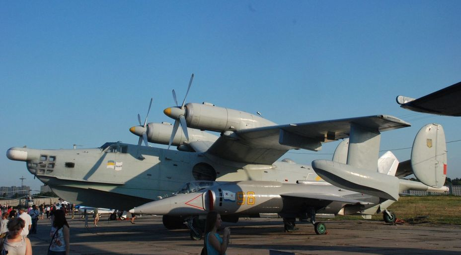 ​Anti-submarine amphibious aircraft Be-12 and a small Yak-38 under his wing. Photo by the author - «Hidden» Aviation Museum | Warspot.net