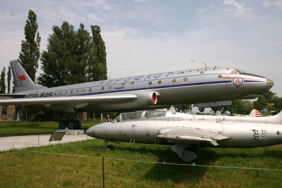 ​Tu-104 passenger aircraft. In the foreground is the L-29 trainer. — commons.wikimedia.org - «Hidden» Aviation Museum | Warspot.net