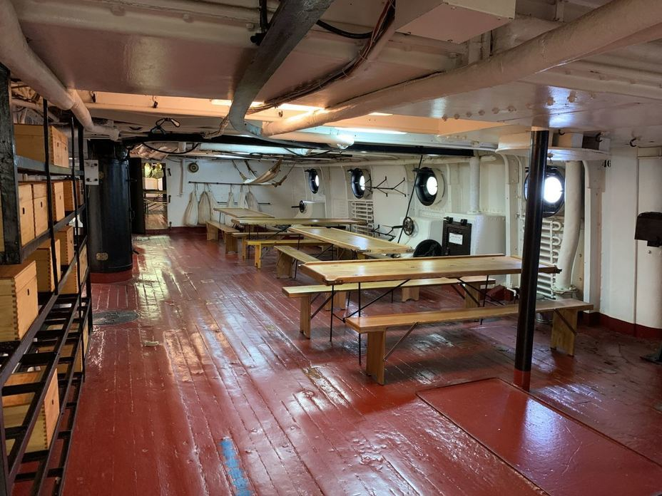 ​The battery deck, where most of the cruiser's sailors were quartered. Photo by the author - Interesting Mismatch | Warspot.net