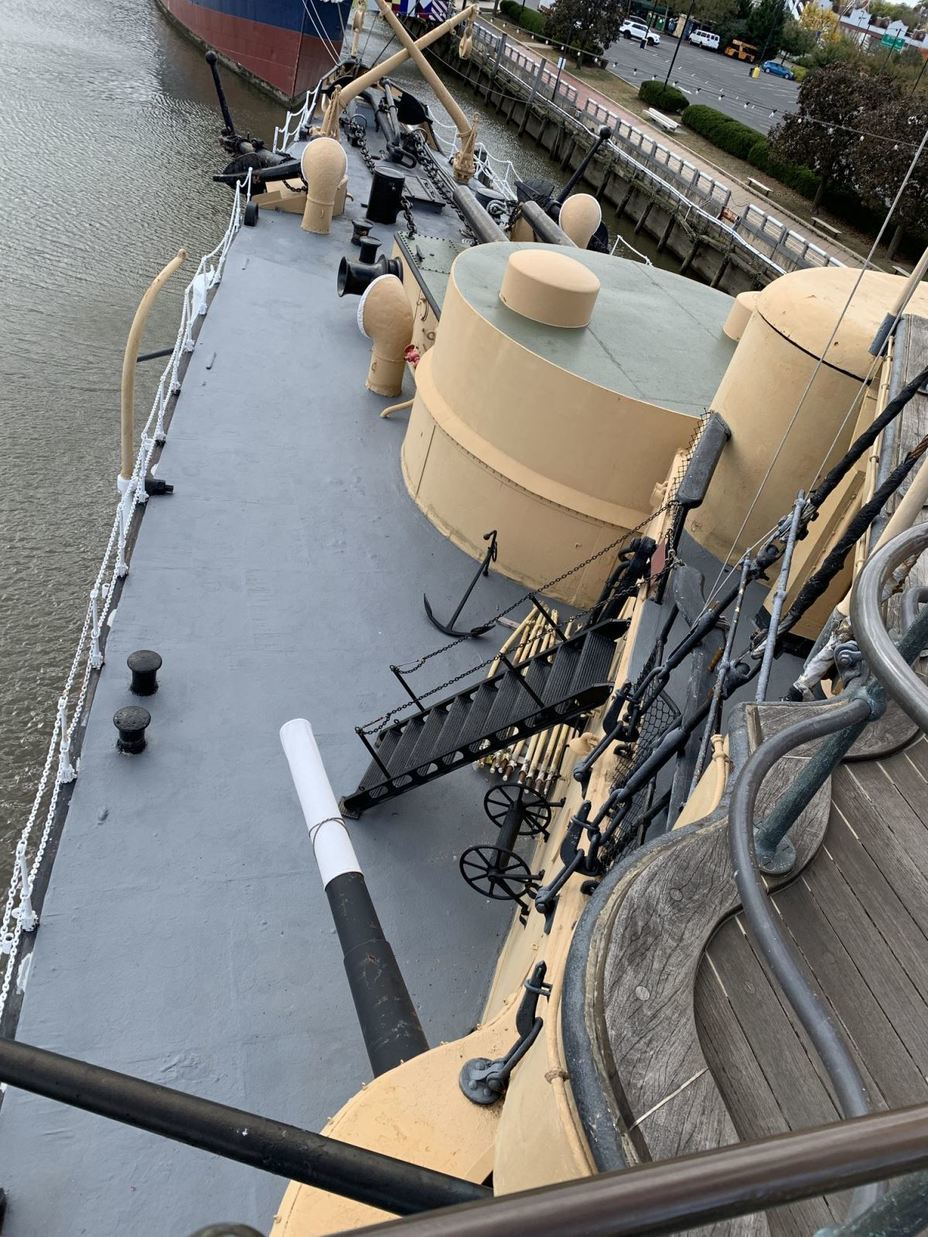 ​View of the bow of the cruiser. In the center of the photo is a mock-up of the turret with two 8-inch guns, to the right is an armored conning tower. Photo by the author - Interesting Mismatch | Warspot.net