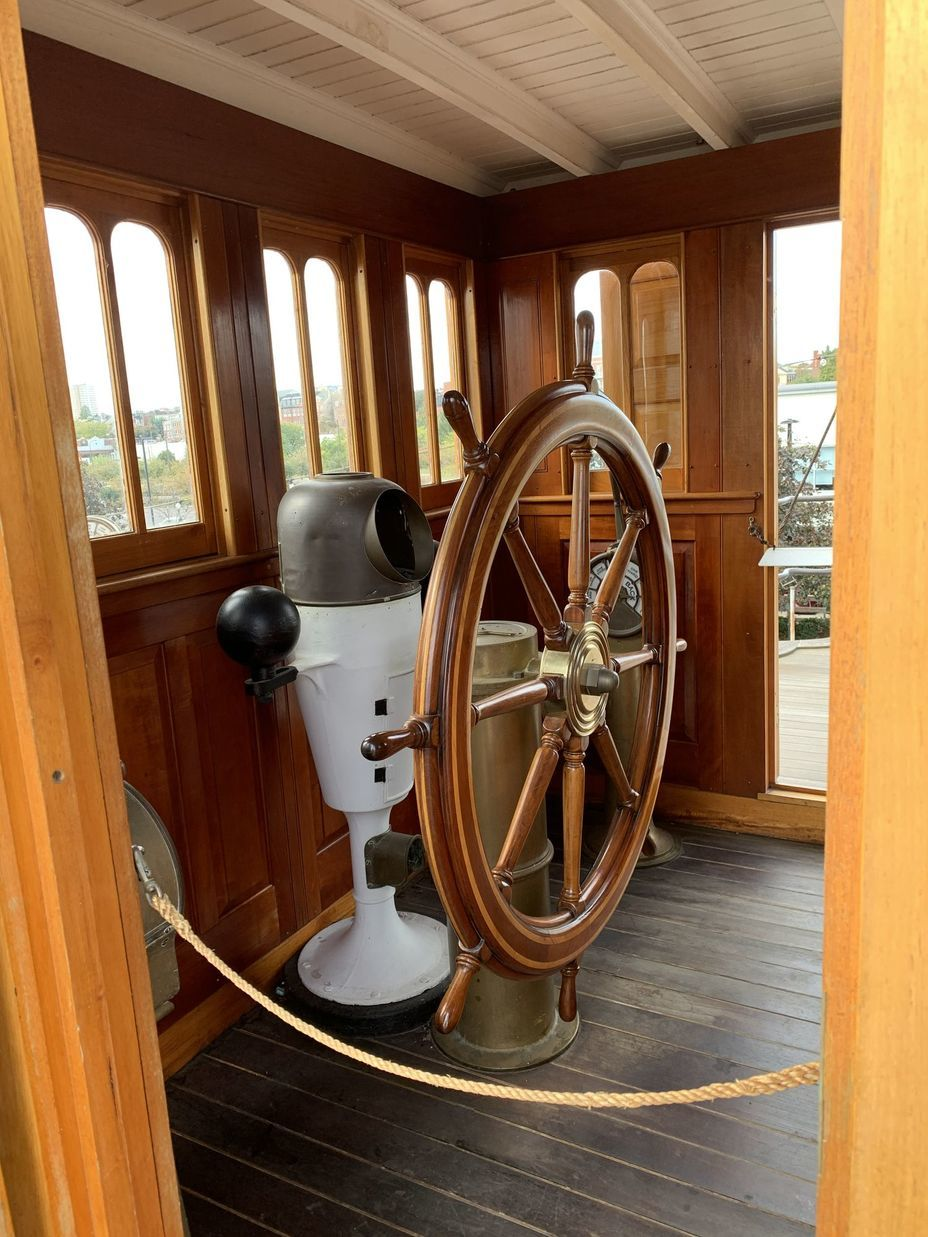 ​The wheelhouse, located on the forward bridge. Photo by the author - Interesting Mismatch | Warspot.net