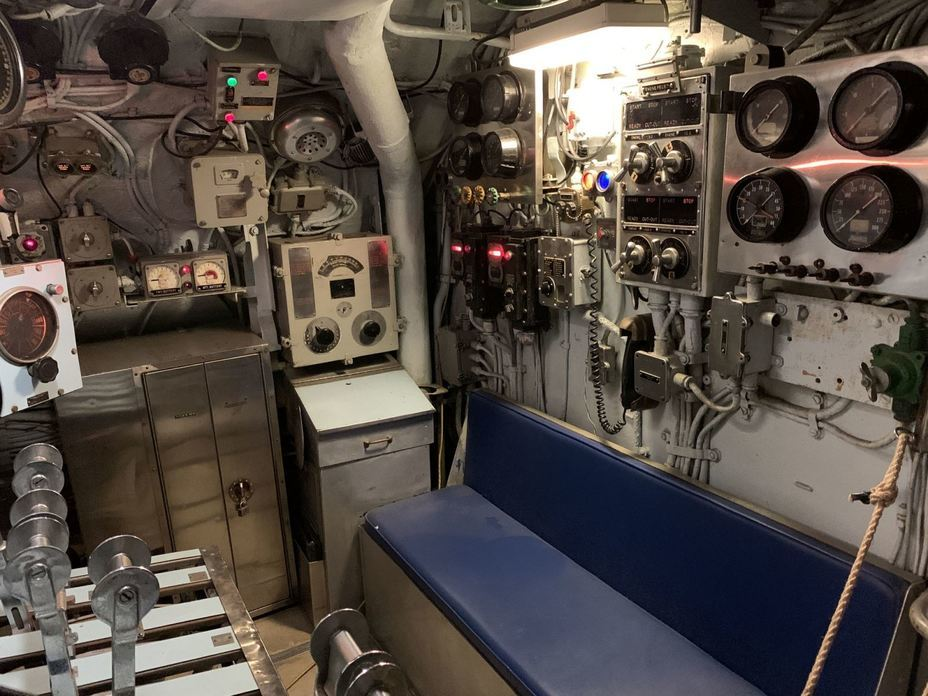 ​Engine control panel. Photo by the author - Interesting Mismatch | Warspot.net