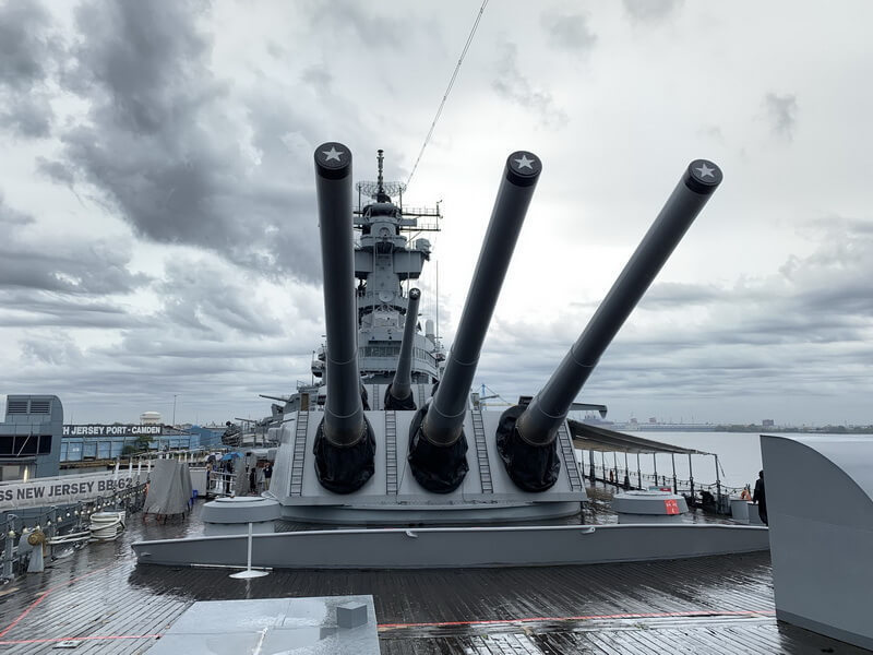​View of the forward turrets of 16-inch guns No. 1 and No. 2. Photo by the author - Fire Power for Freedom | Warspot.net