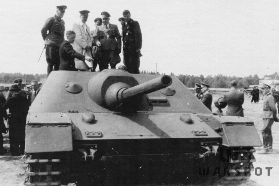 ​The final version of the project being shown to Hitler on May 14th, 1943. The model had front facing machine guns and a new driver's observation device - Jagdpanzer IV: The Best StuG | Warspot.net