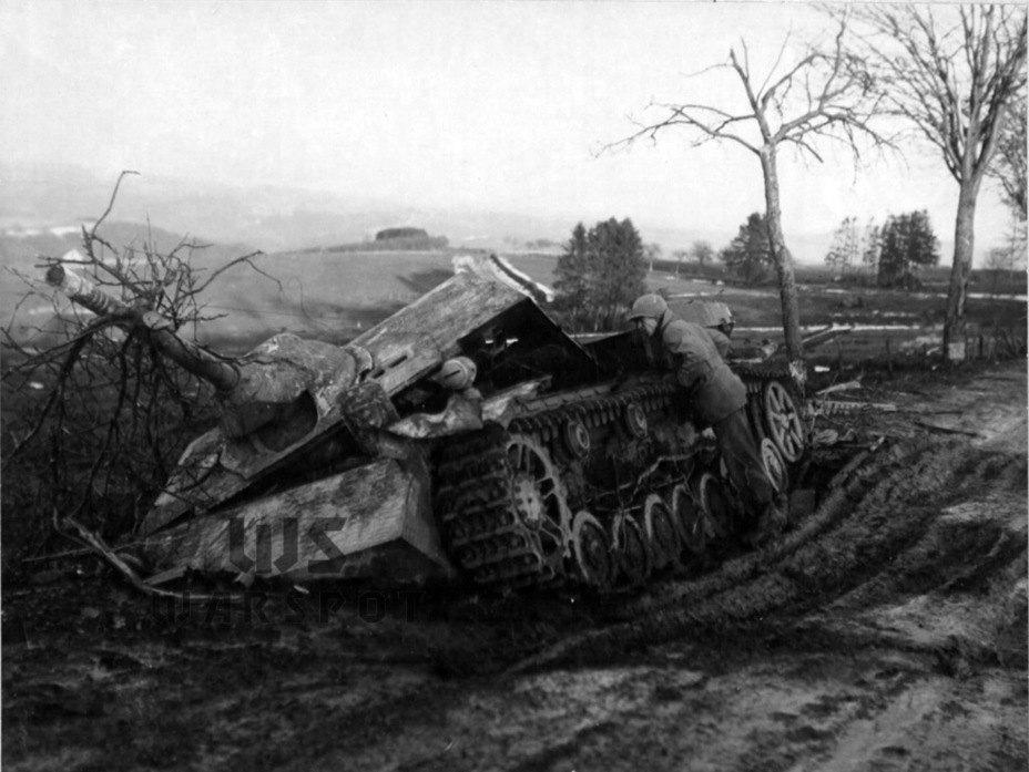 ​The result of fighting in the Ardennes. Judging by the rings on the barrel, the crew claimed no fewer than 3 American tanks - Jagdpanzer IV: The Best StuG | Warspot.net