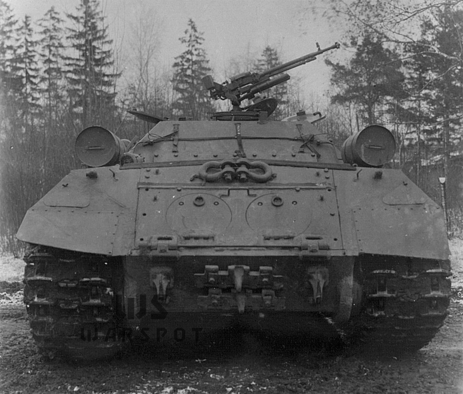 ​The vehicle from the back. The Kirovets-2 passed trials, but priorities changes by the end of 1945. The vehicle was no longer needed - Object 704: Late Replacement | Warspot.net