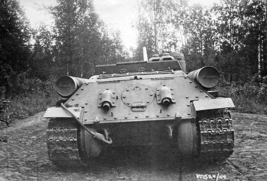 ​Viewed from the rear, the second prototype and early production vehicles were identical - SU-100: Optimal Modernization  | Warspot.net